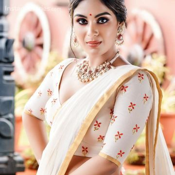 Samyuktha Menon Latest Hot Photosshoot for pranaah in Kerala Saree (1080p)